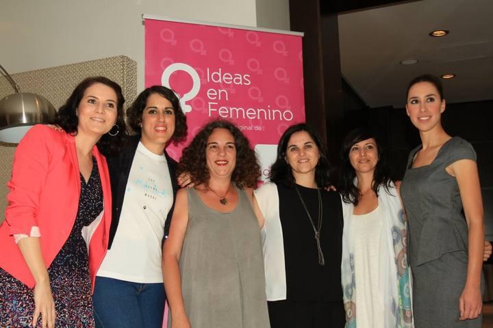 El equipo de Viventi con las participantes de Ideas en Femenino y Charo Moreno | Fotografía de Javier Cebreros de La Opinión de Málaga